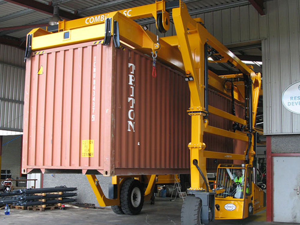 Combi Sc Straddle Carrier For Narrow Aisle Rough Terrain